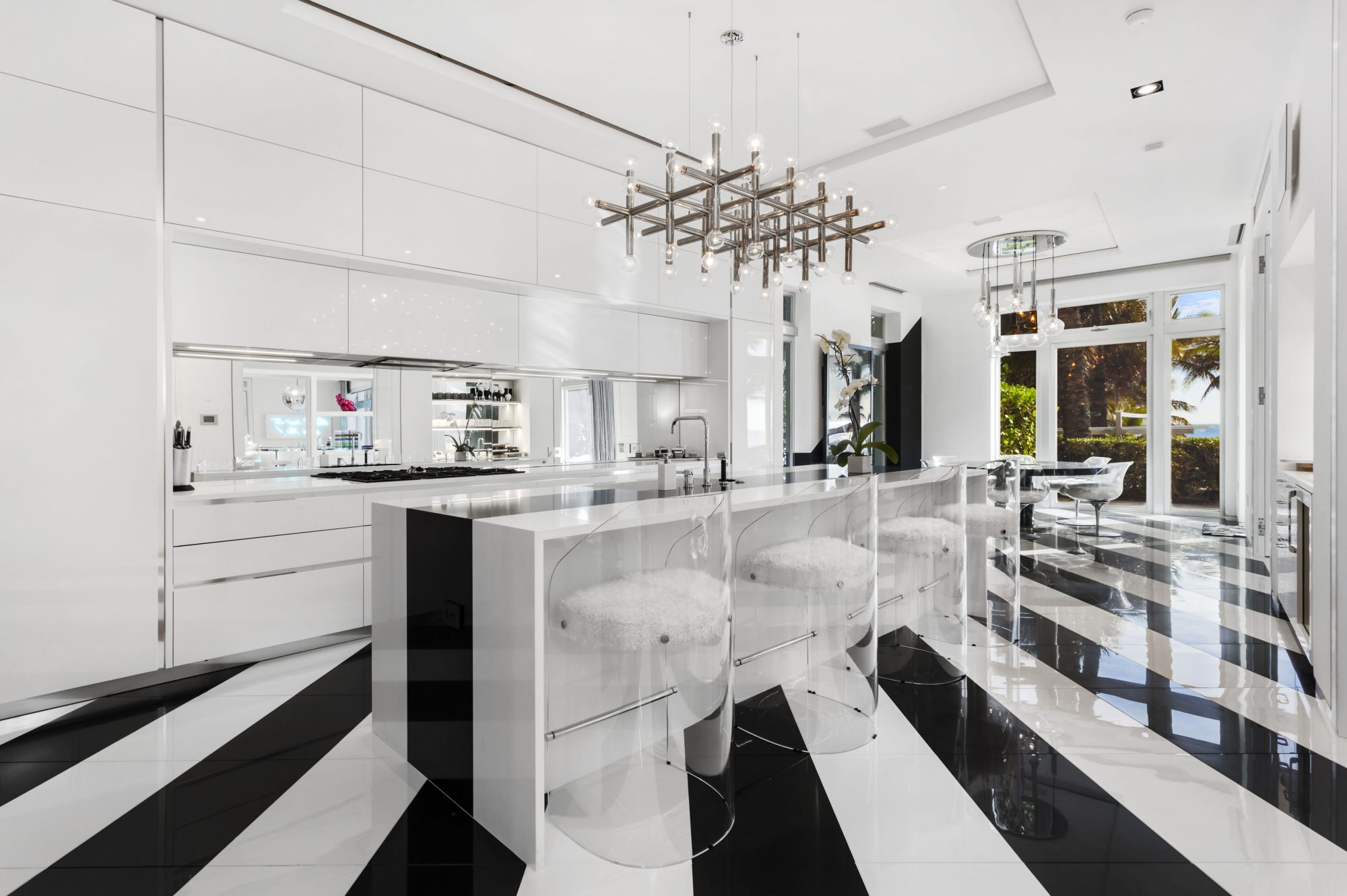 Tommy Hilfiger Mansion Kitchen