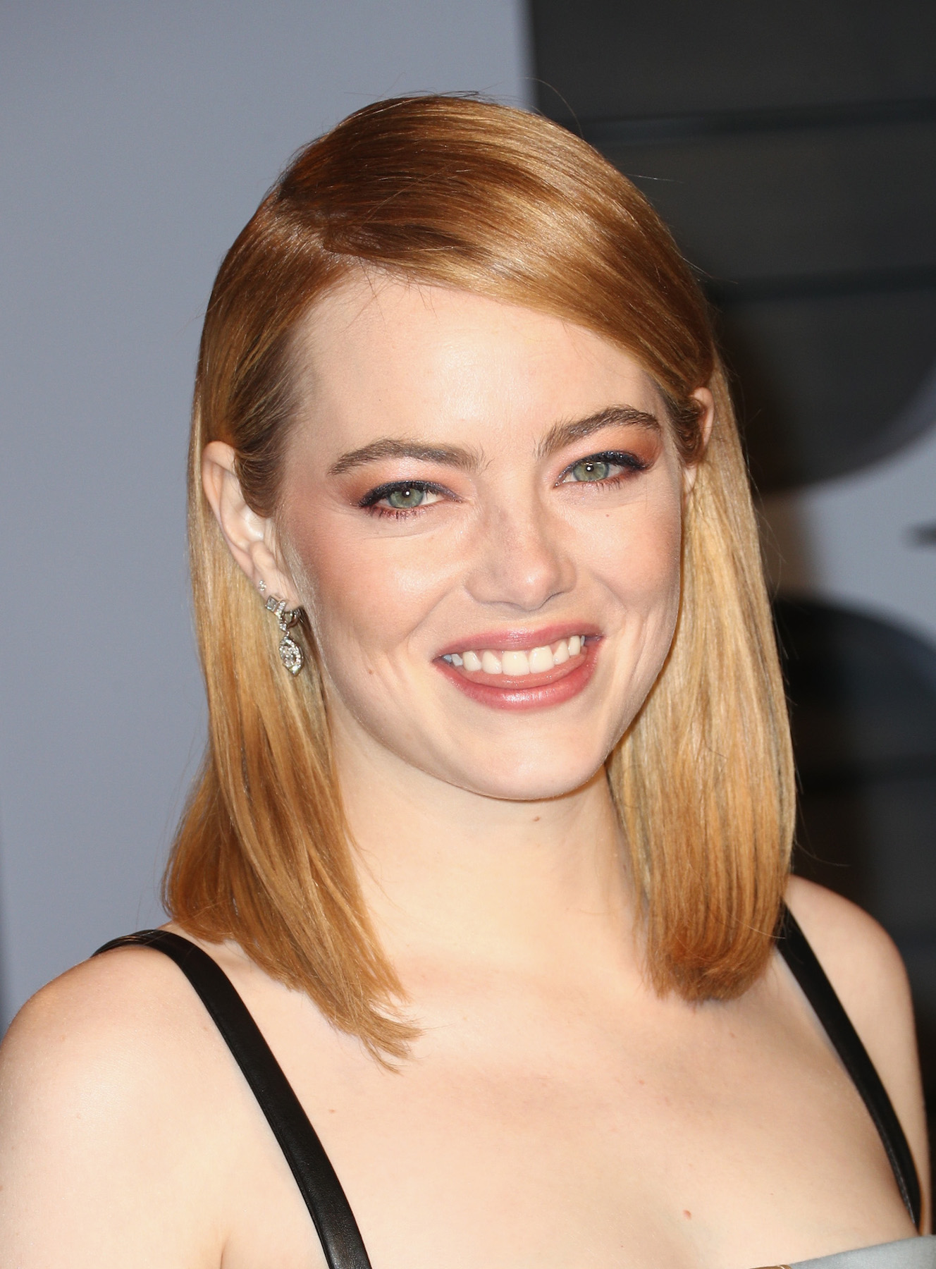Emma Stone Side Part at Oscars Party