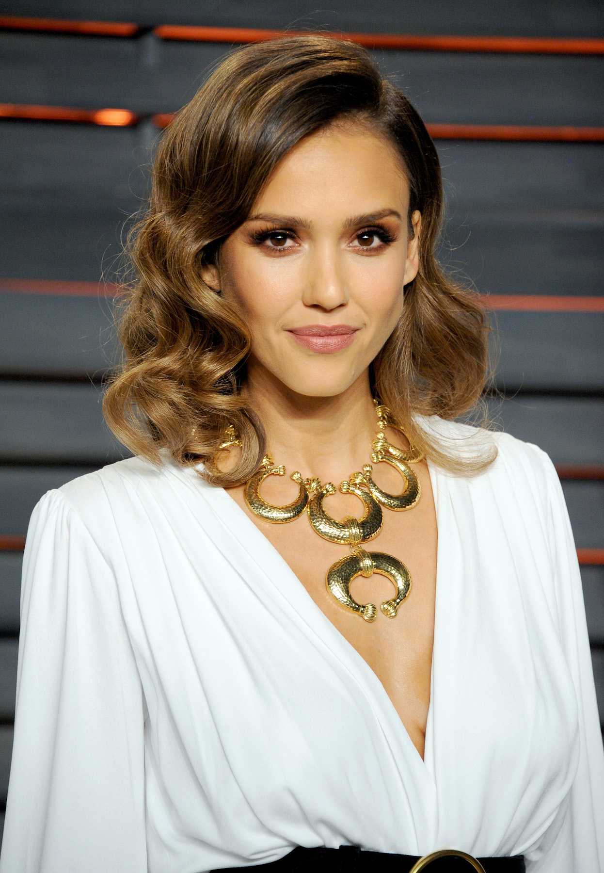 Jessica Alba wearing a Side Part