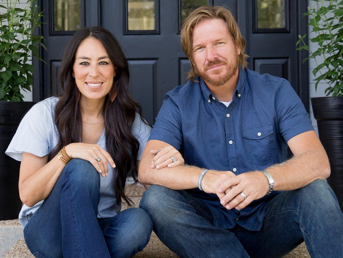 Joanna Gaines' New HGTV Show Premieres Tonight! Everything to Know About Behind the Design screen-shot-2017-10-19-at-11-33-10-am
