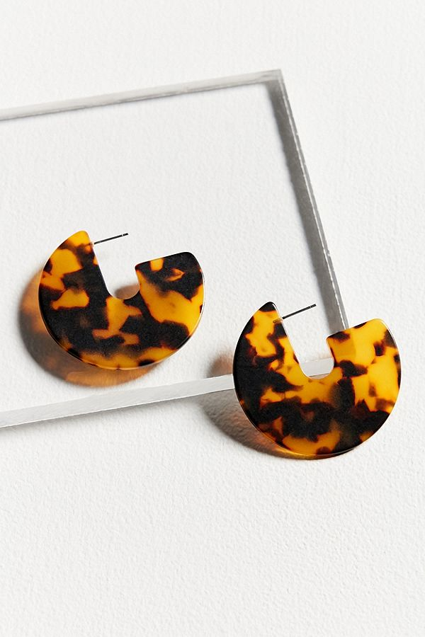 Resin Earrings Are the Only Accessory You Need to Buy for Spring urban-outfitters1