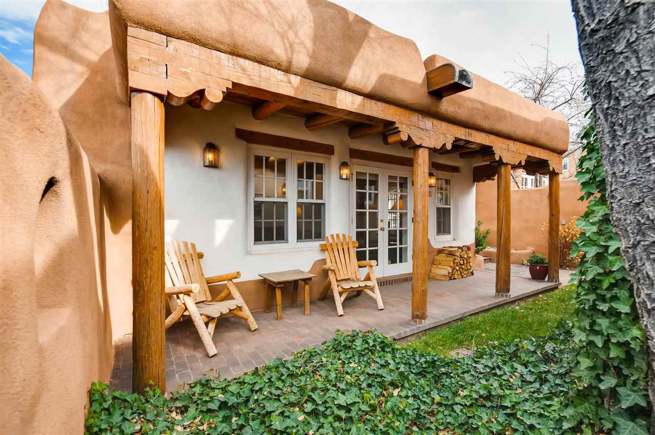 This Is the Hottest Real Estate Listing in Every State. Nearly All Have One Thing in Common 180328-most-coveted-house-each-state-new-mexico