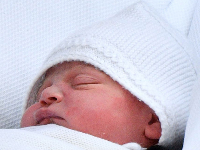All About the Royal Baby's Debut Bonnet — and Its Connection to Big Sister Princess Charlotte catherine-16