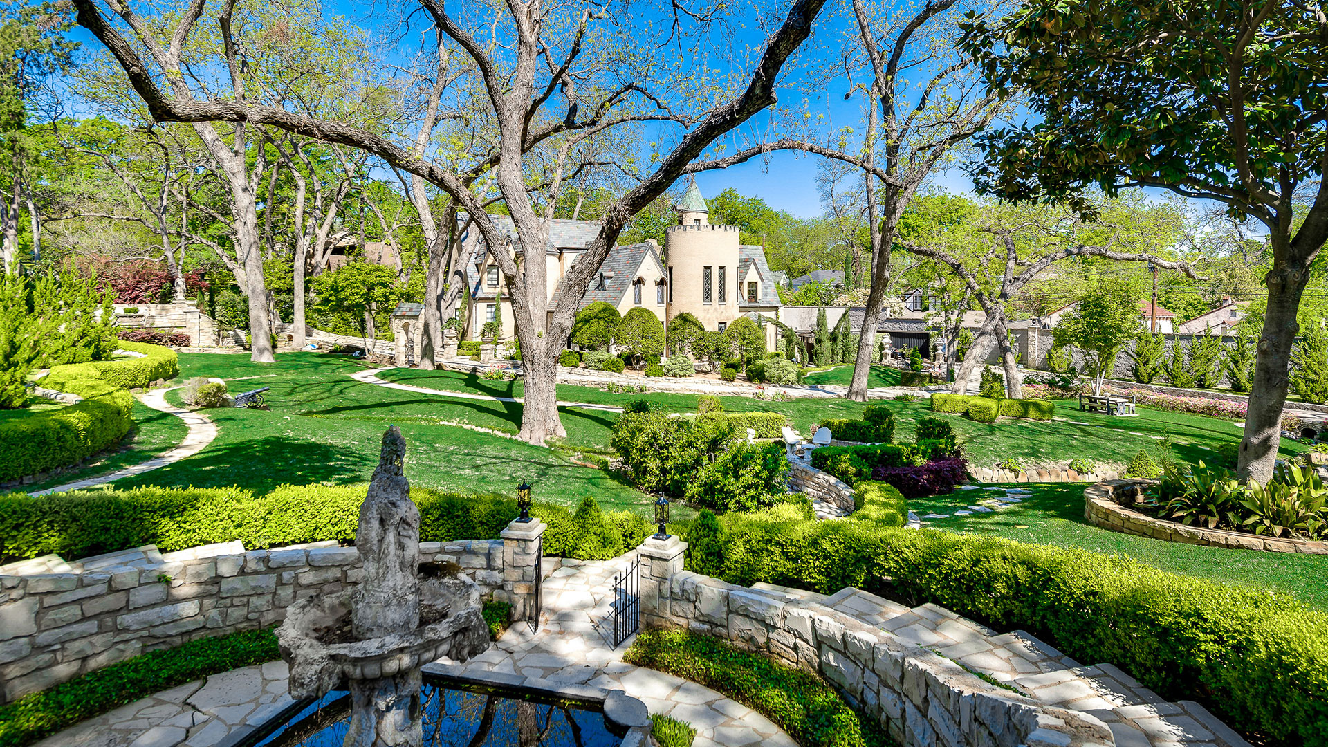 Southern Living Dallas Chateau Des Grotteaux Manicured Grounds