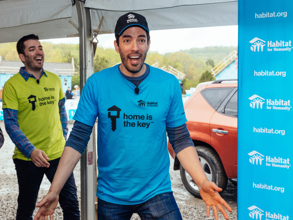 Nashville Homeowners on What It's Really Like to Work with Drew and Jonathan Scott scott-brothers-cake-surprise-3