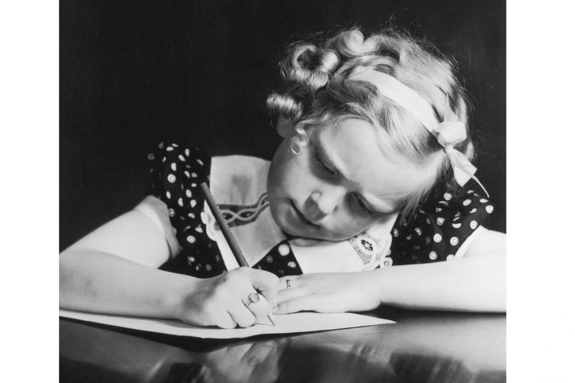 girl-writing-a-letter