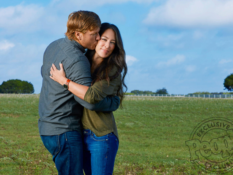 How Chip and Joanna Gaines Are Parenting a Newborn 8 Years After Their Last Baby joanna-gaines1b