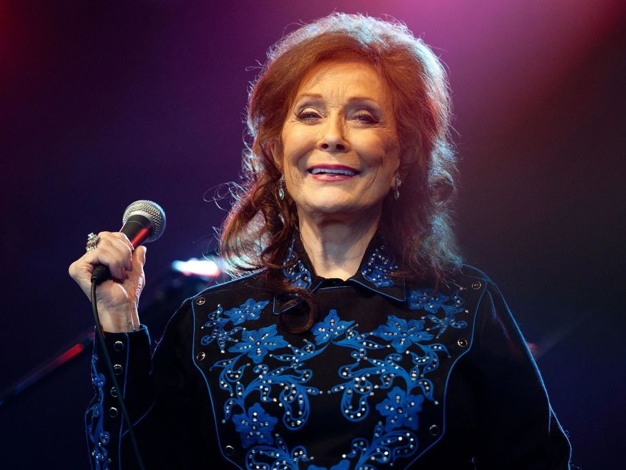 Loretta Lynn to Be Honored with 'Artist of a Lifetime' Award at CMT Artists of the Year gettyimages-115915005