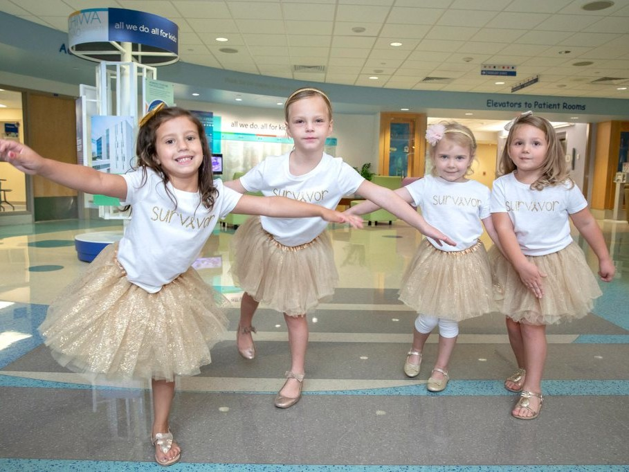 Four Girls Reunite After They Beat Cancer Together at the Same Hospital: 'It's Amazing to See' little-girls-who-beat-cancer4
