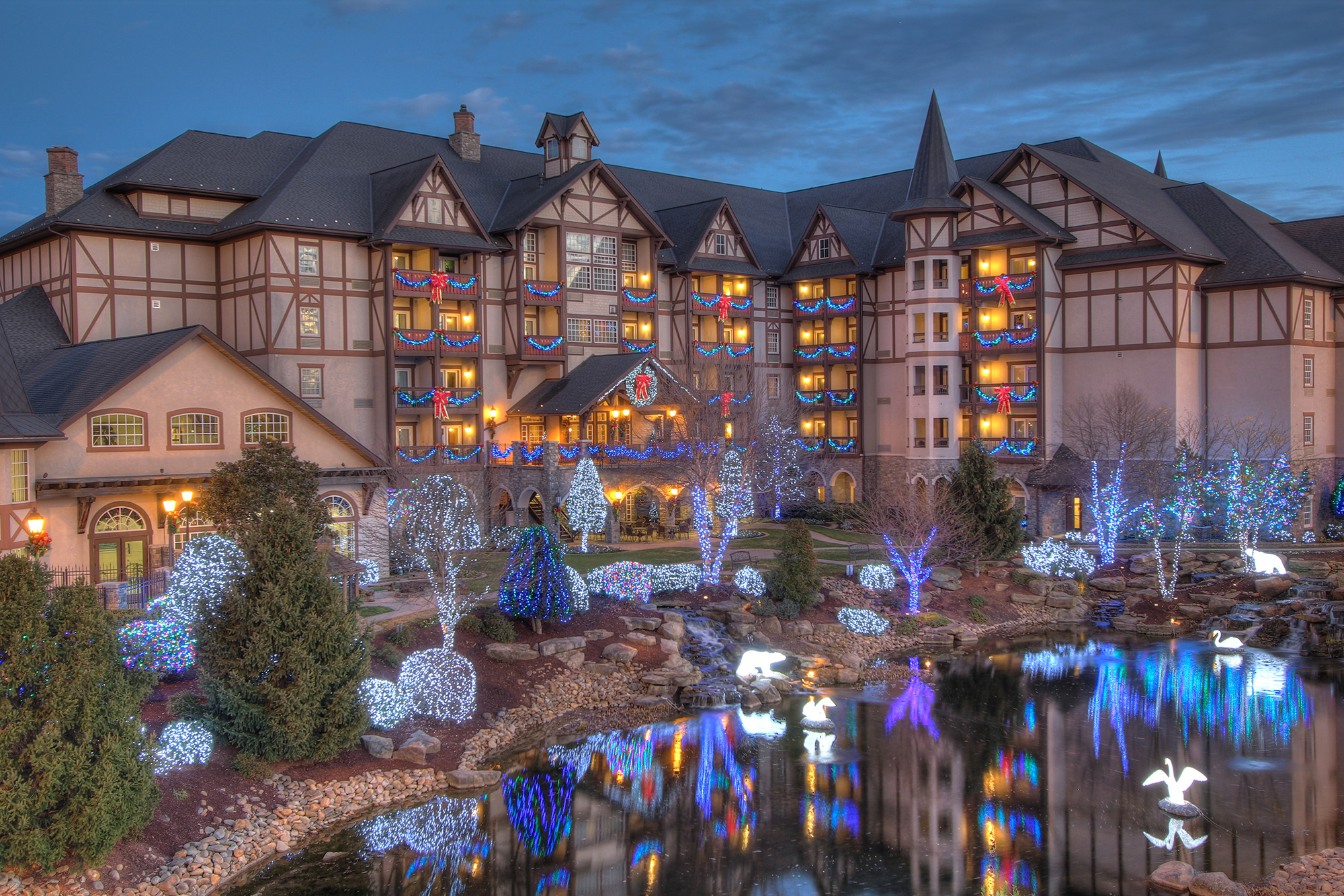 Inside the Tennessee Resort Where It's Christmas All Year Round inn-at-christmas-place-hotel