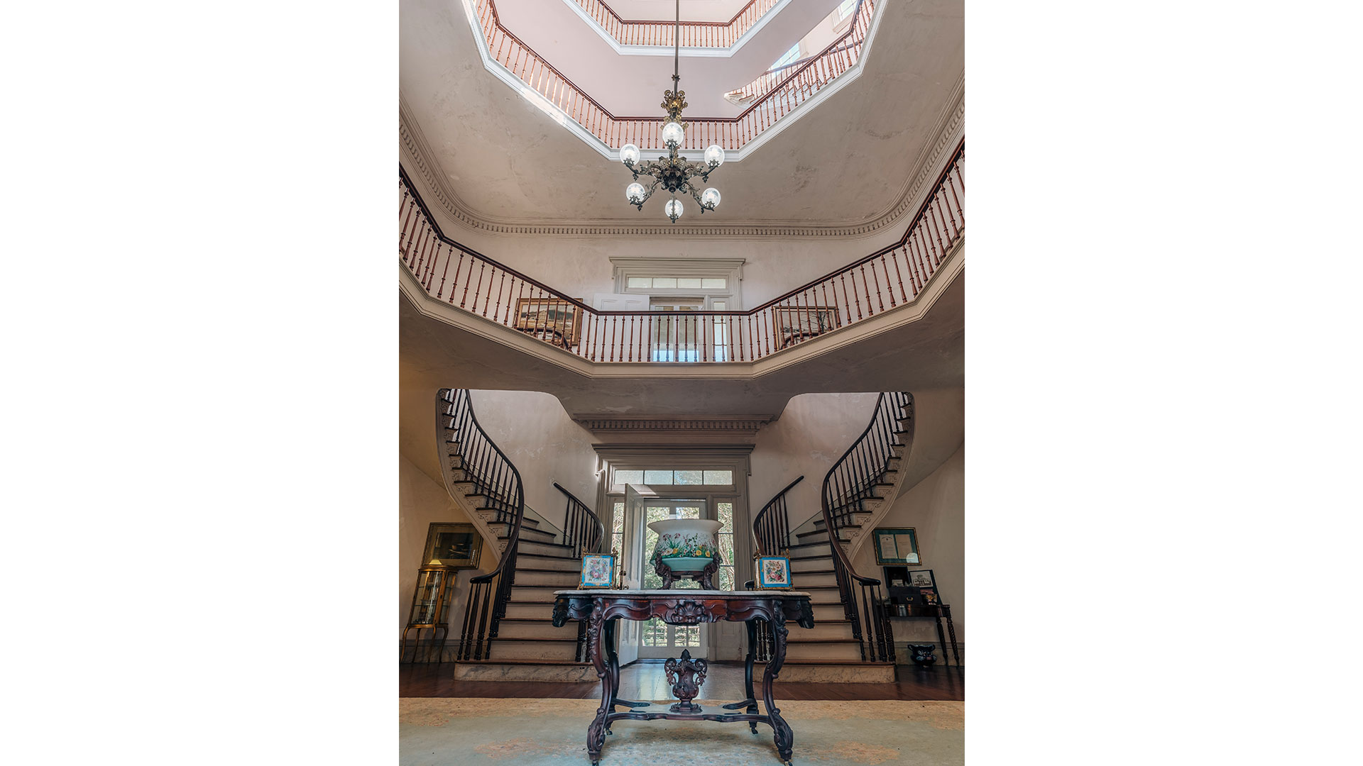 Waverley Mansion Mississippi Staircase