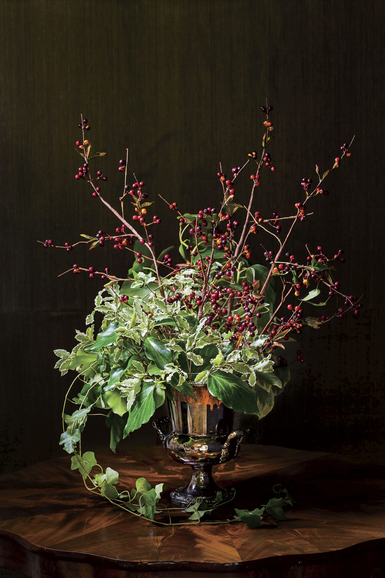 Ivy and Berry Christmas Centerpiece