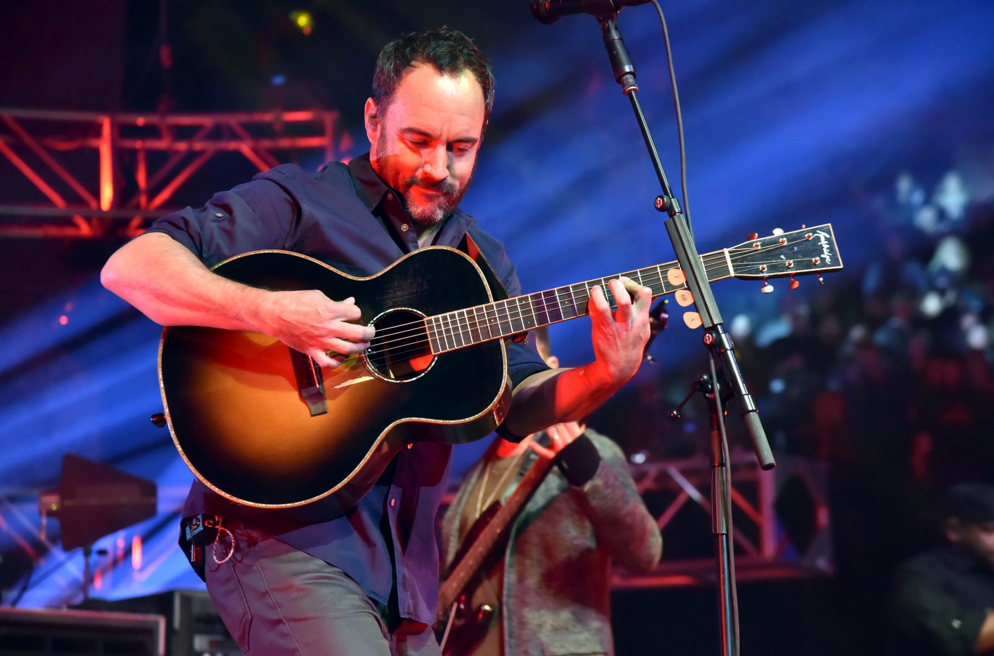 Dave Matthews Playing Guitar