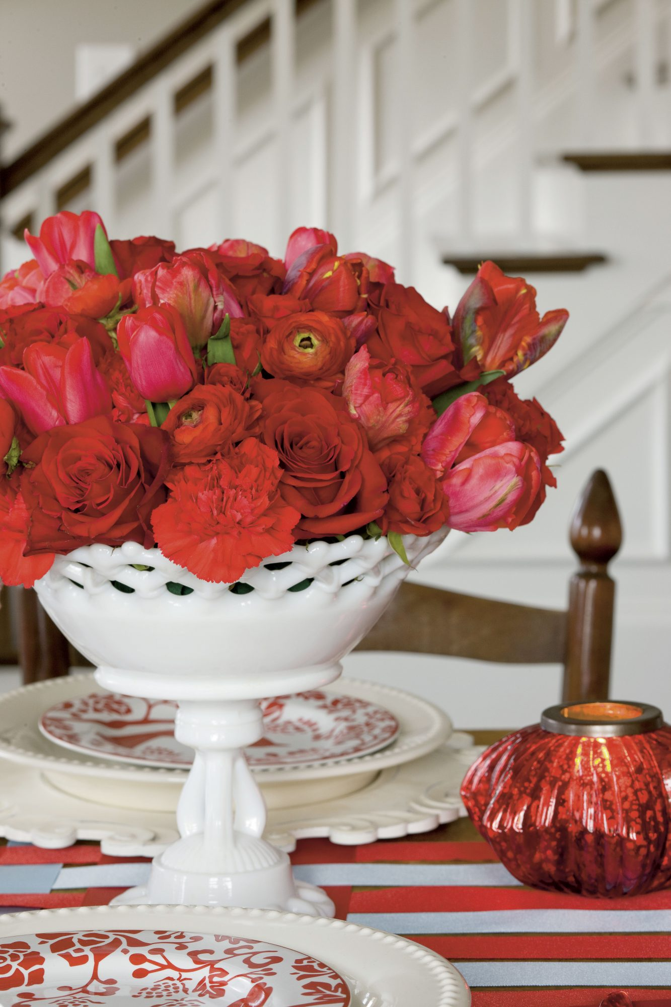39 Christmas Centerpieces For Your Holiday Table Southern Living