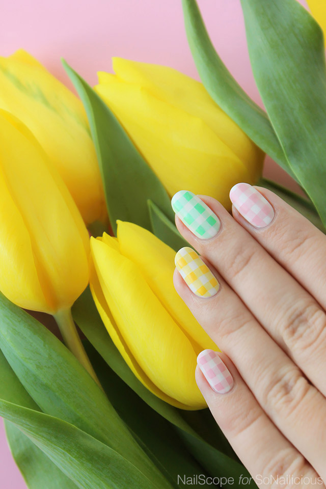 Gingham Nails