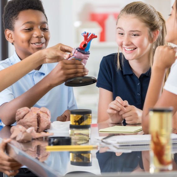 A New Study Finds That Bringing Arts to the Classroom Can Help Students Succeed in Science kids-science-school-getty-0319_sq