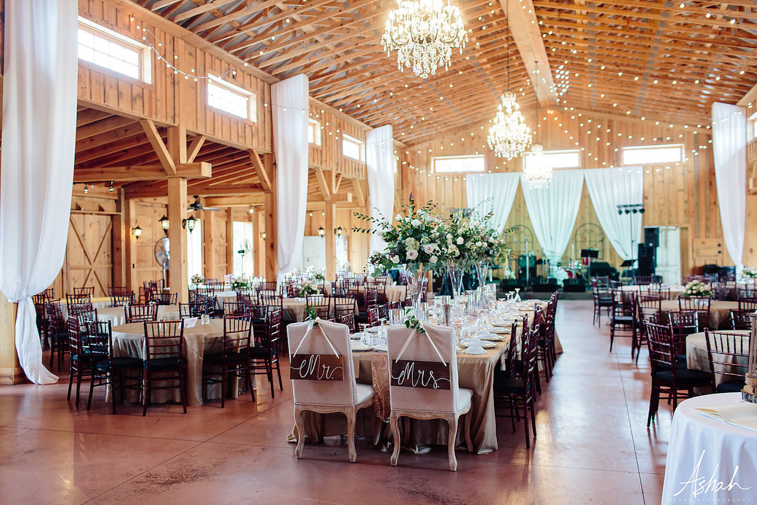 Twin Oaks Farm Georgia Wedding Venue Barn Reception