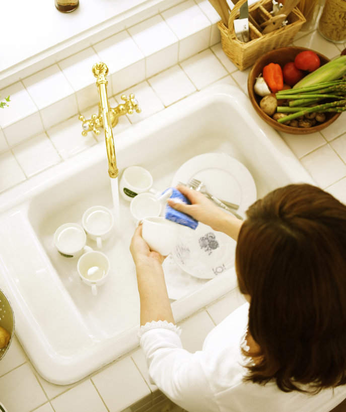 How to Turn Washing Dishes Into a Stress-Relieving Activity