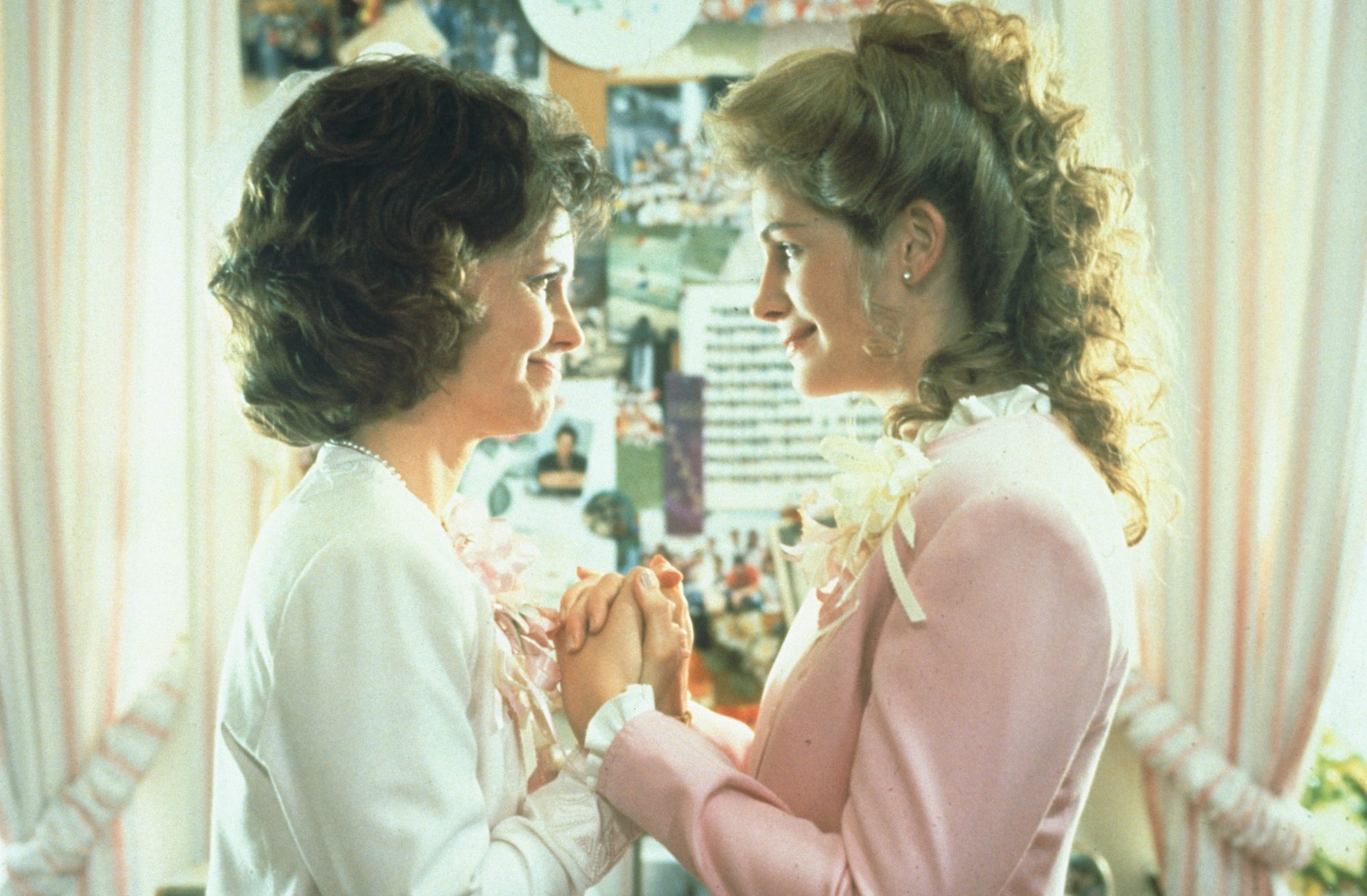 Sally Field and Julia Roberts in Steel Magnolias