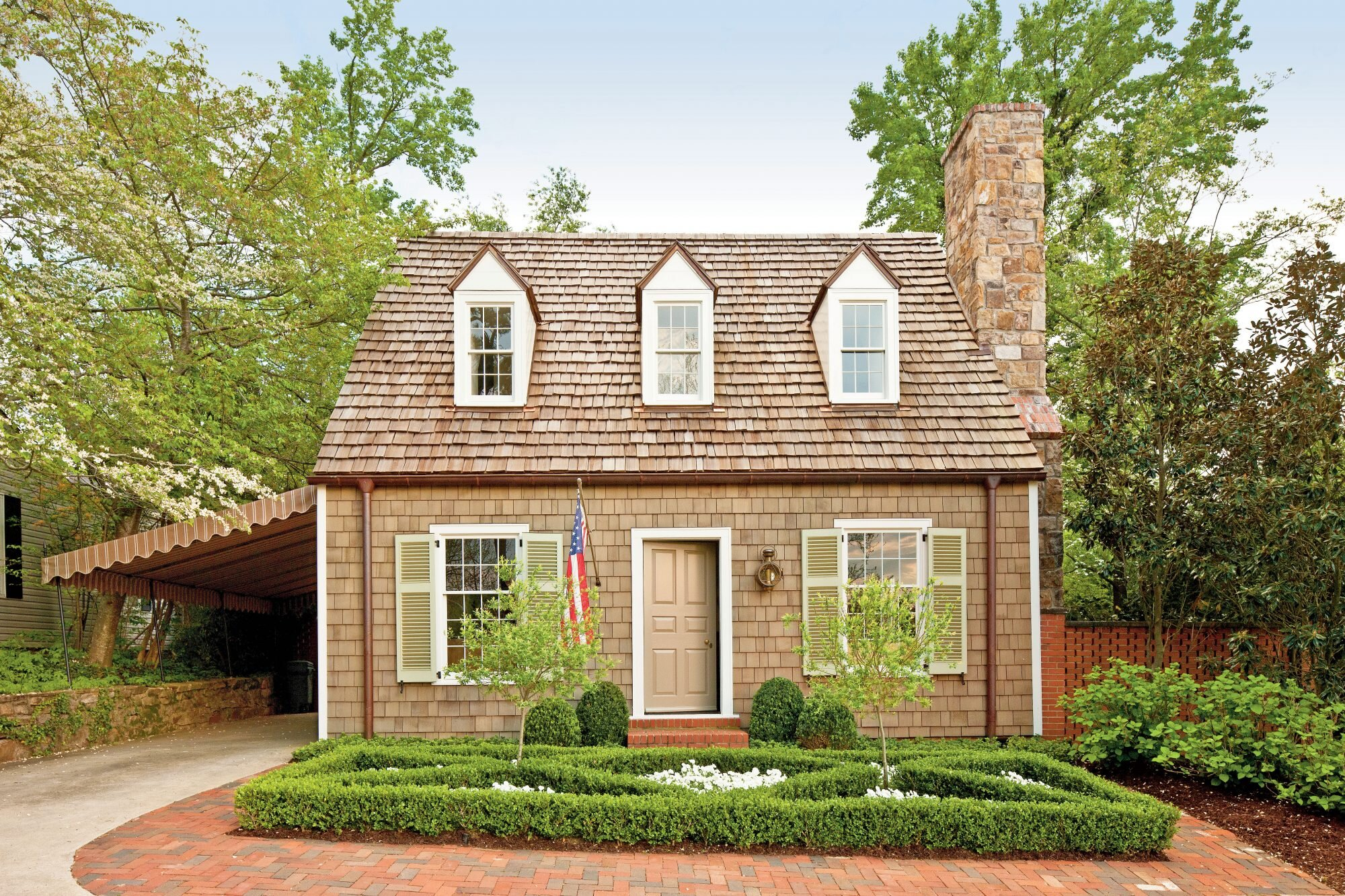 Cottage with Colonial Williamsburg Style