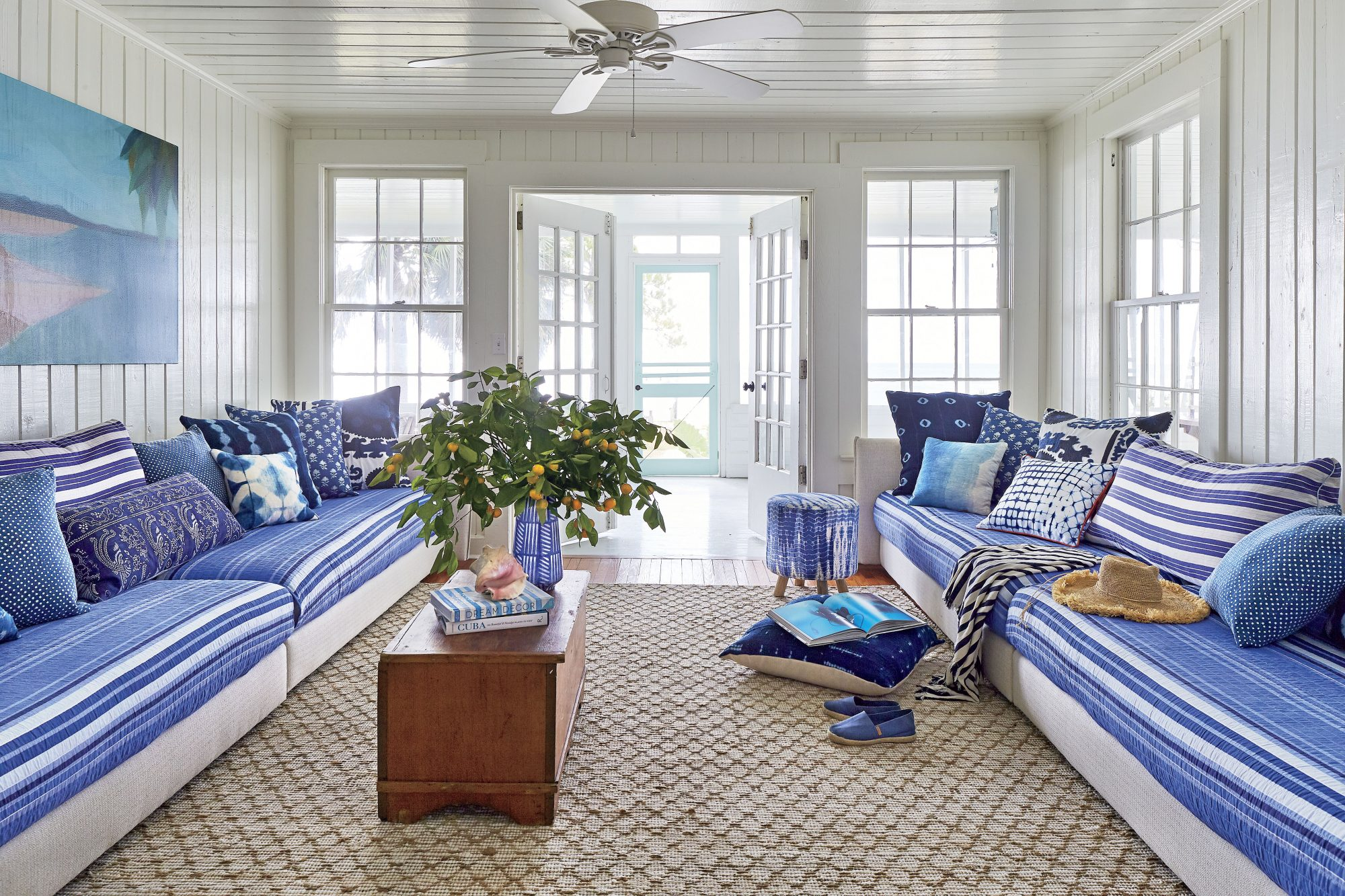 St. Teresa, FL Beach House Blue and White Living Room with Daybeds