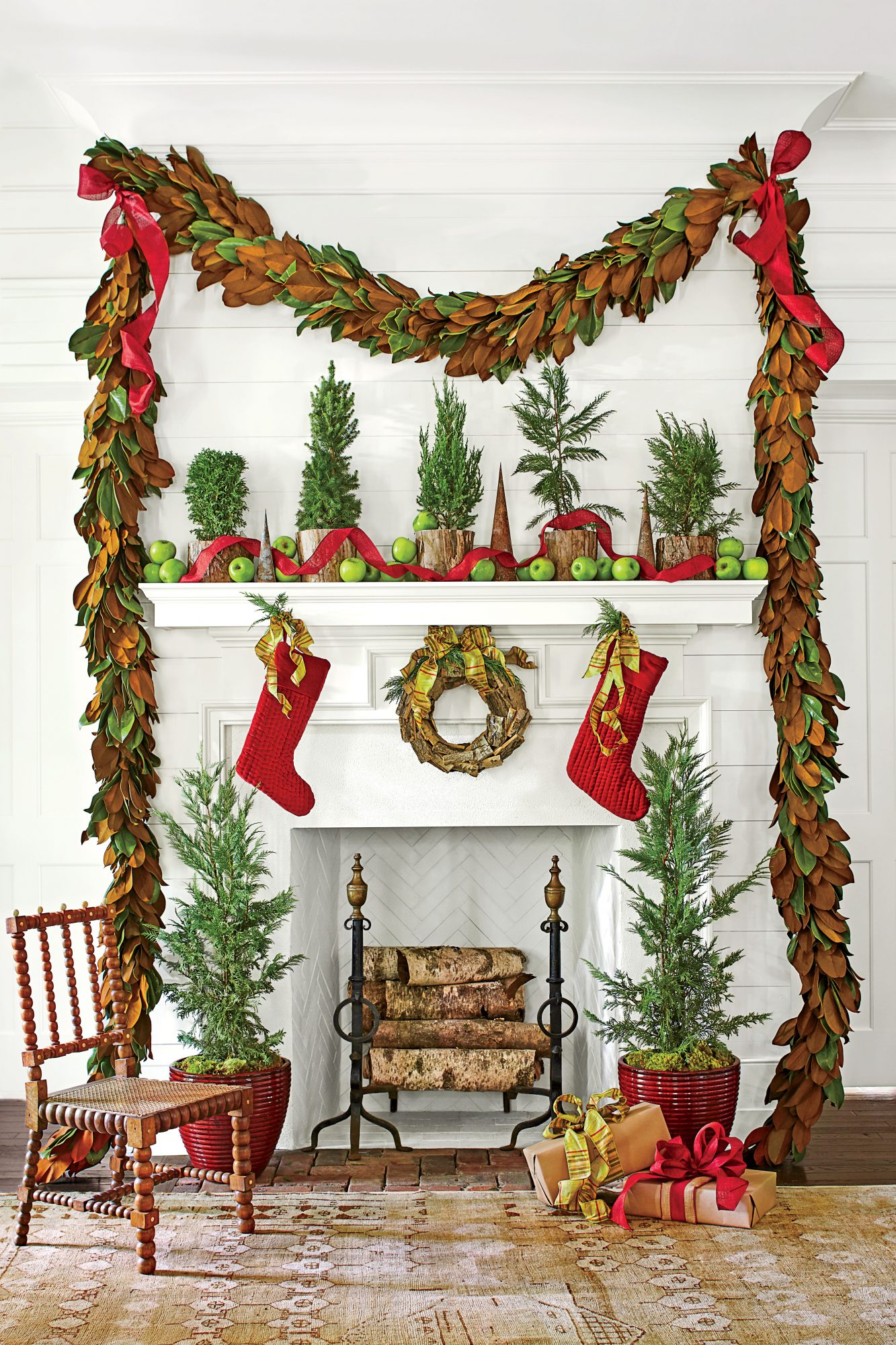 60 Farmhouse Christmas Decor Ideas Country Christmas Decorations Southern Living