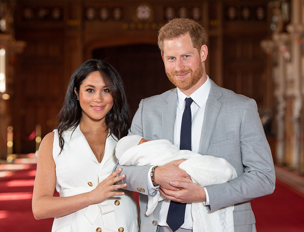 WINDSOR, ENGLAND - MAY 08: Prince Harry, Duke of Sussex and Meghan, Duchess of Sussex, pose with their newborn son Archie Harrison Mountbatten-Windsor during a photocall in St George's Hall at Windsor Castle on May 8, 2019 in Windsor, England. The...