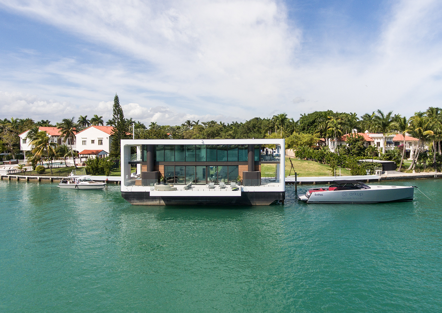 Floating Yacht House Exterior