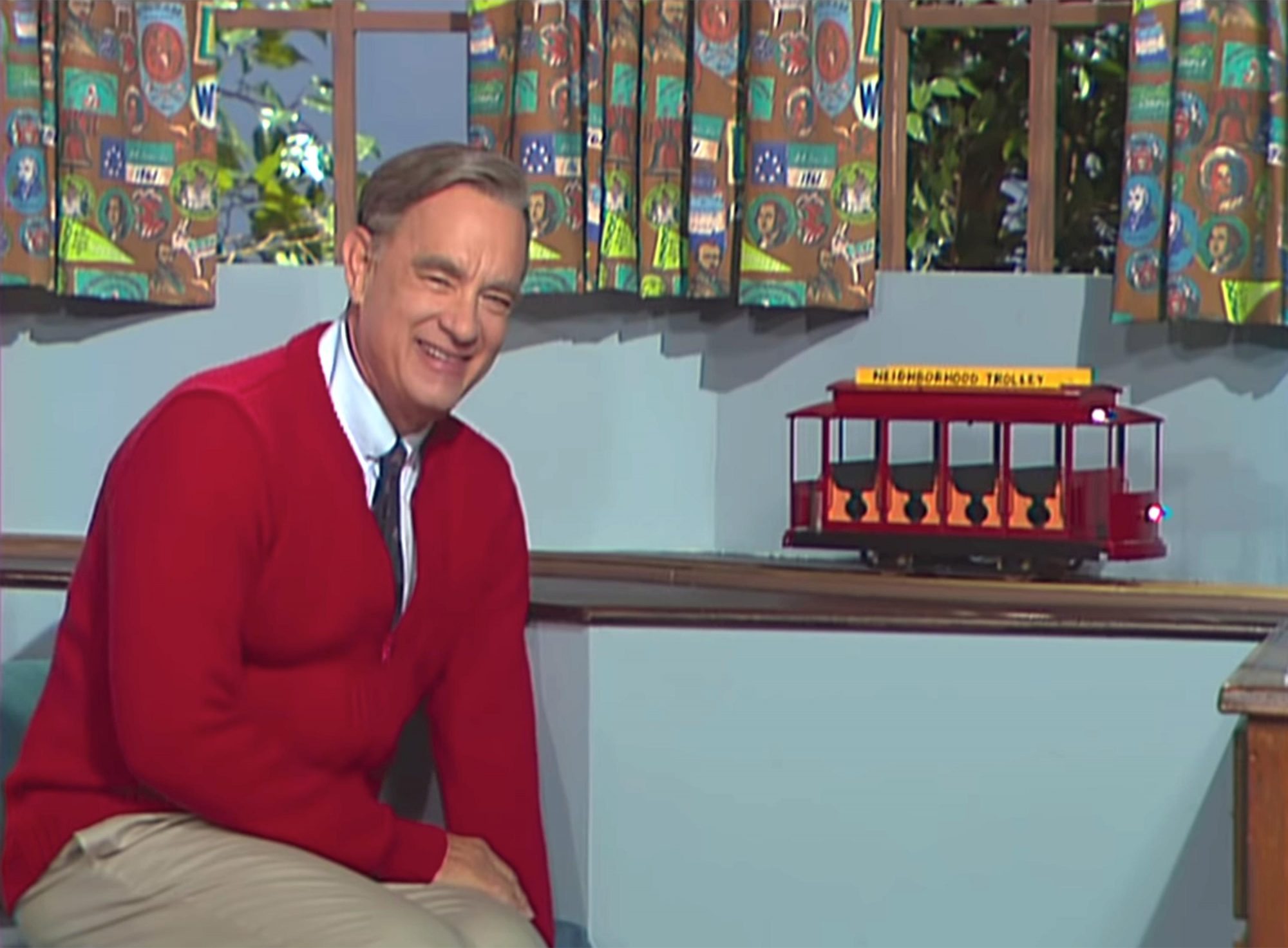 Tom Hanks leads Mister Rogers sing-along at 'A Beautiful Day in the Neighborhood' premiere