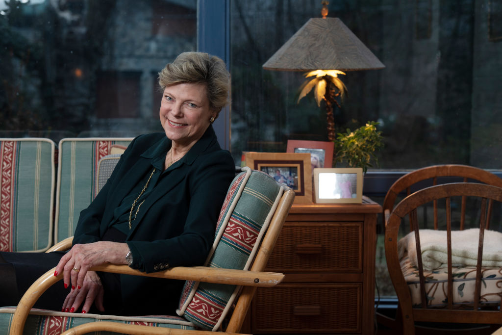cokie roberts in green chair