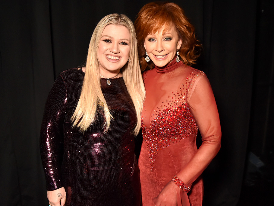 Reba McEntire Opens Up About Her Former Stepson Marrying Kelly Clarkson: 'Thank Goodness!' kelly-reba-1-2000