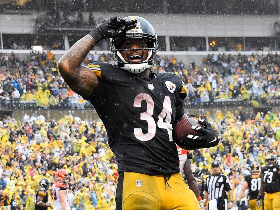 Ex-NFL Player DeAngelo Williams Pays for 500 Mammograms to Honor Late Mom Who Died of Breast Cancer diangelo-williams