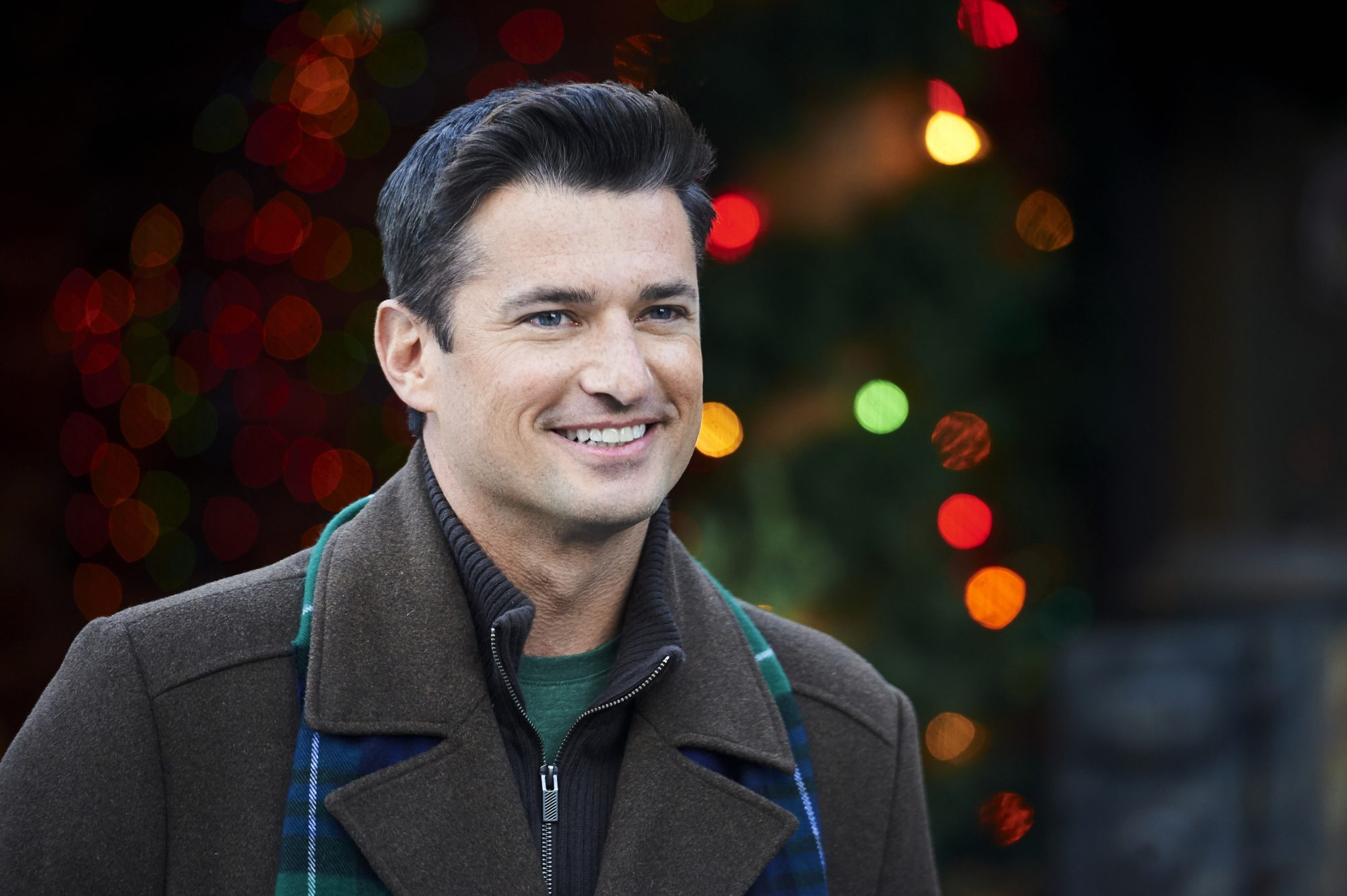 Hallmark's Wes Brown in Check Inn to Christmas