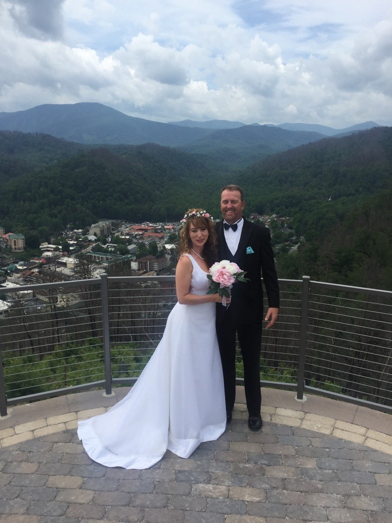 Couple Married Gatlinburg SkyLift Park