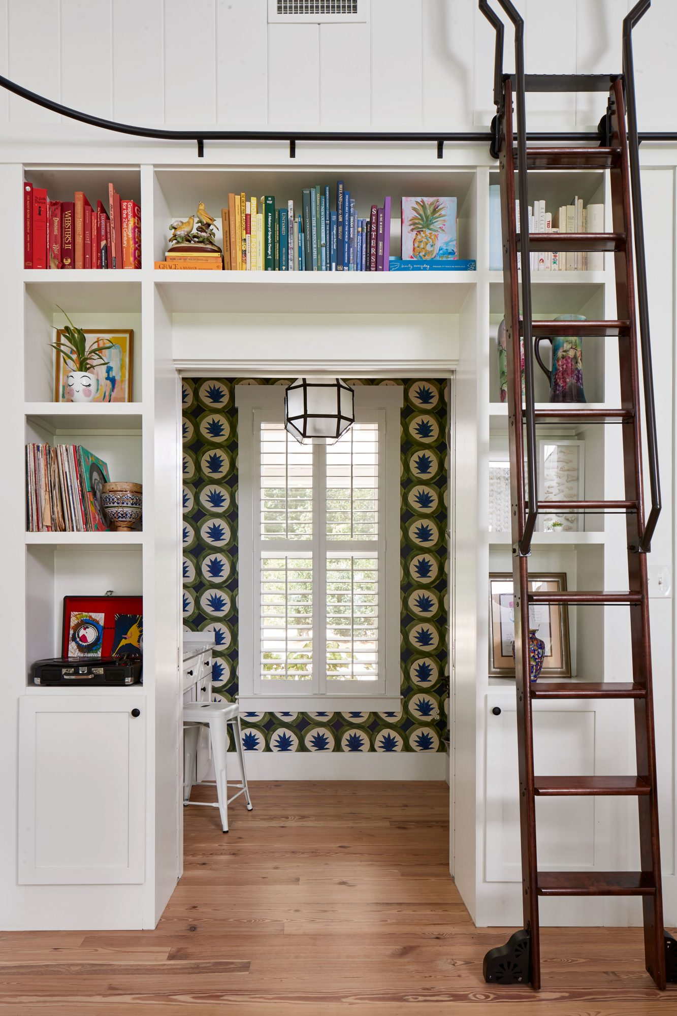 Watson Family Farmhouse in Savannah, GA Bookshelves