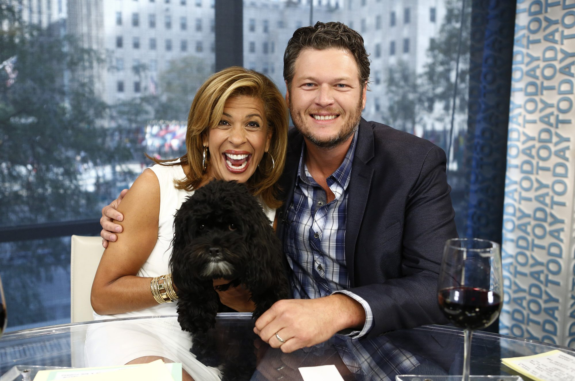 """TODAY -- Pictured: (l-r) Hoda Kotb and Blake Shelton appear on NBC News' """"Today"""" show -- (Photo by: Peter Kramer/NBC/NBC Newswire/NBCUniversal via Getty Images)"""