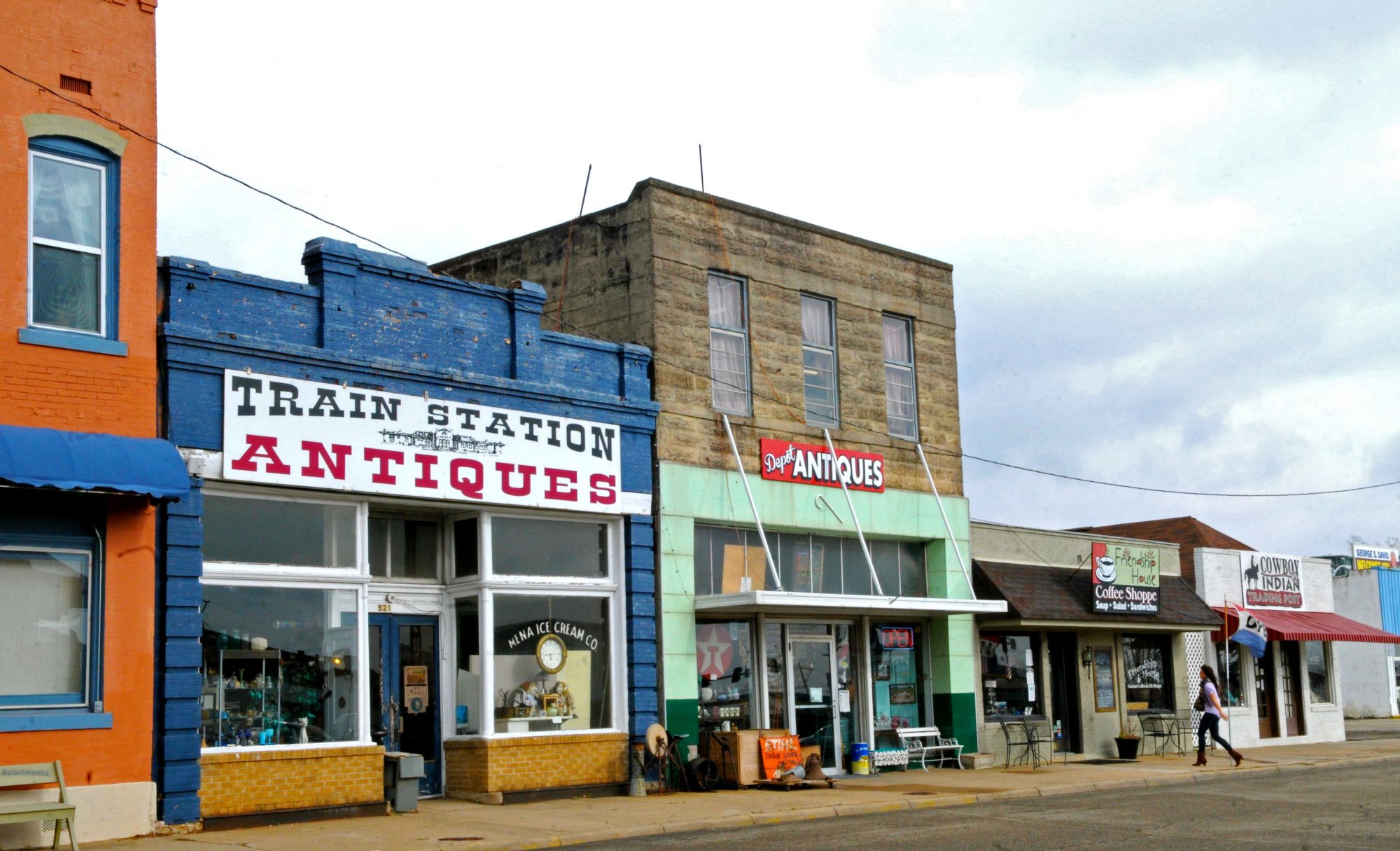 Antique Lovers Must Visit the Tiny Arkansas Town of Mena