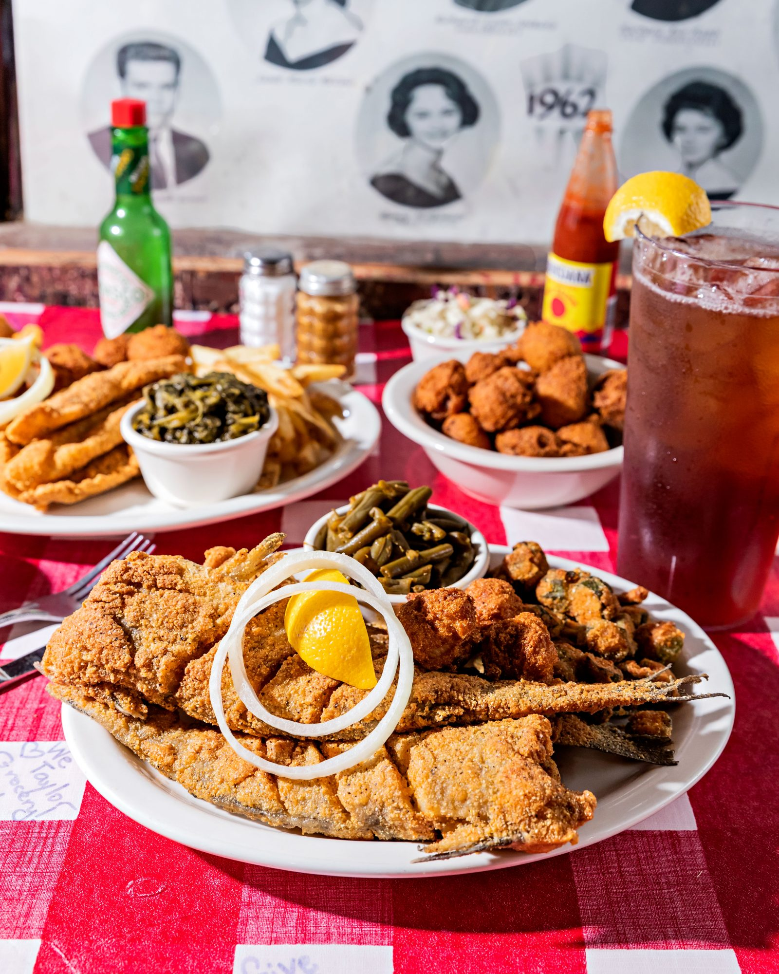 Catfish Joint: Taylor Grocery (Taylor, Mississippi)