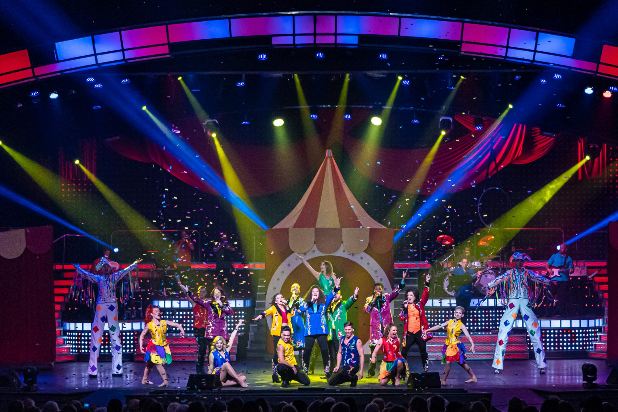 Dollywood's Smoky Mountain Opry Is the Nostalgic Variety Show You Need to See in Pigeon Forge, Tennessee