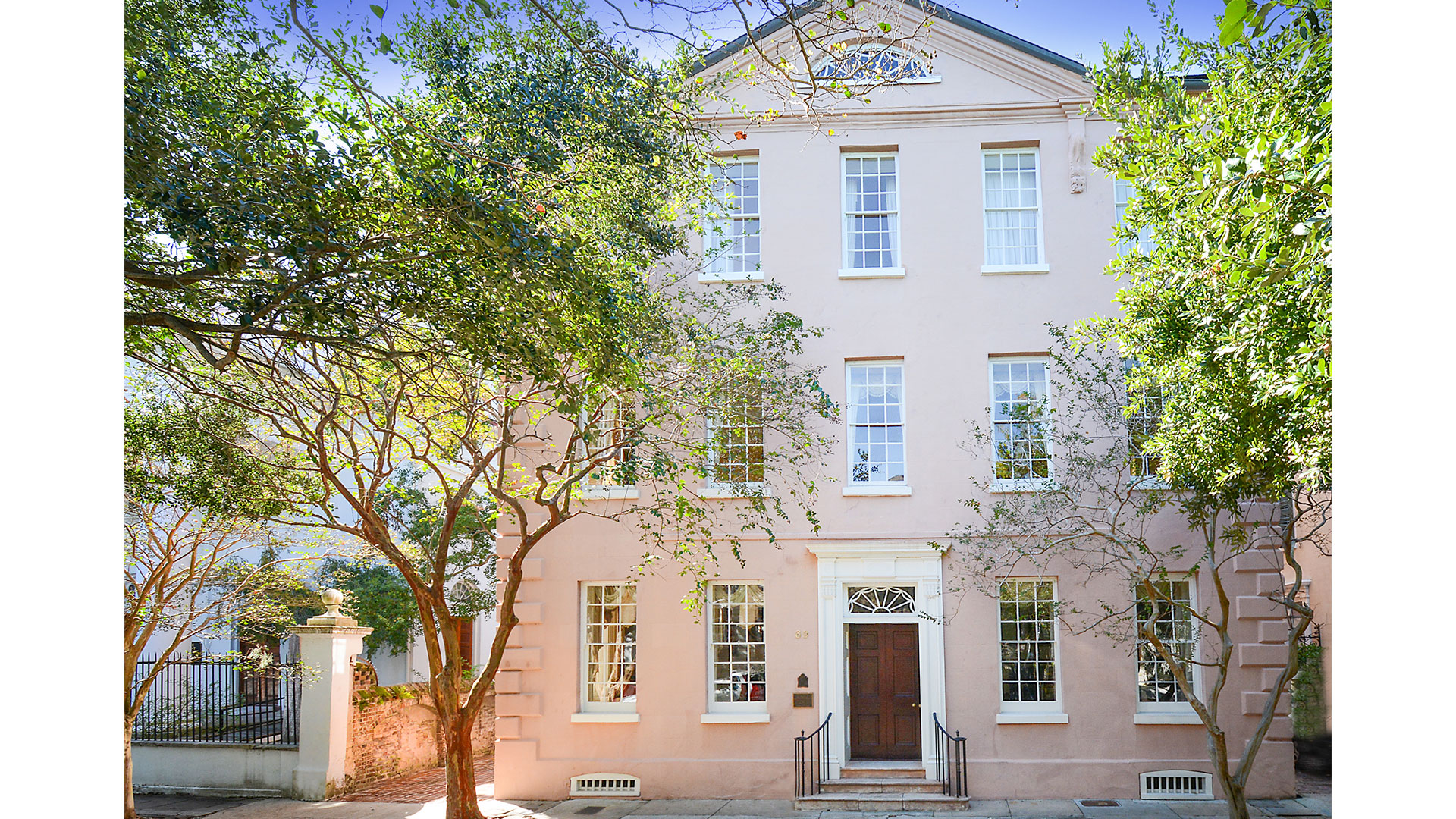 This Stunning, 275-Year-Old Charleston Home Just Hit the Market for the First Time
