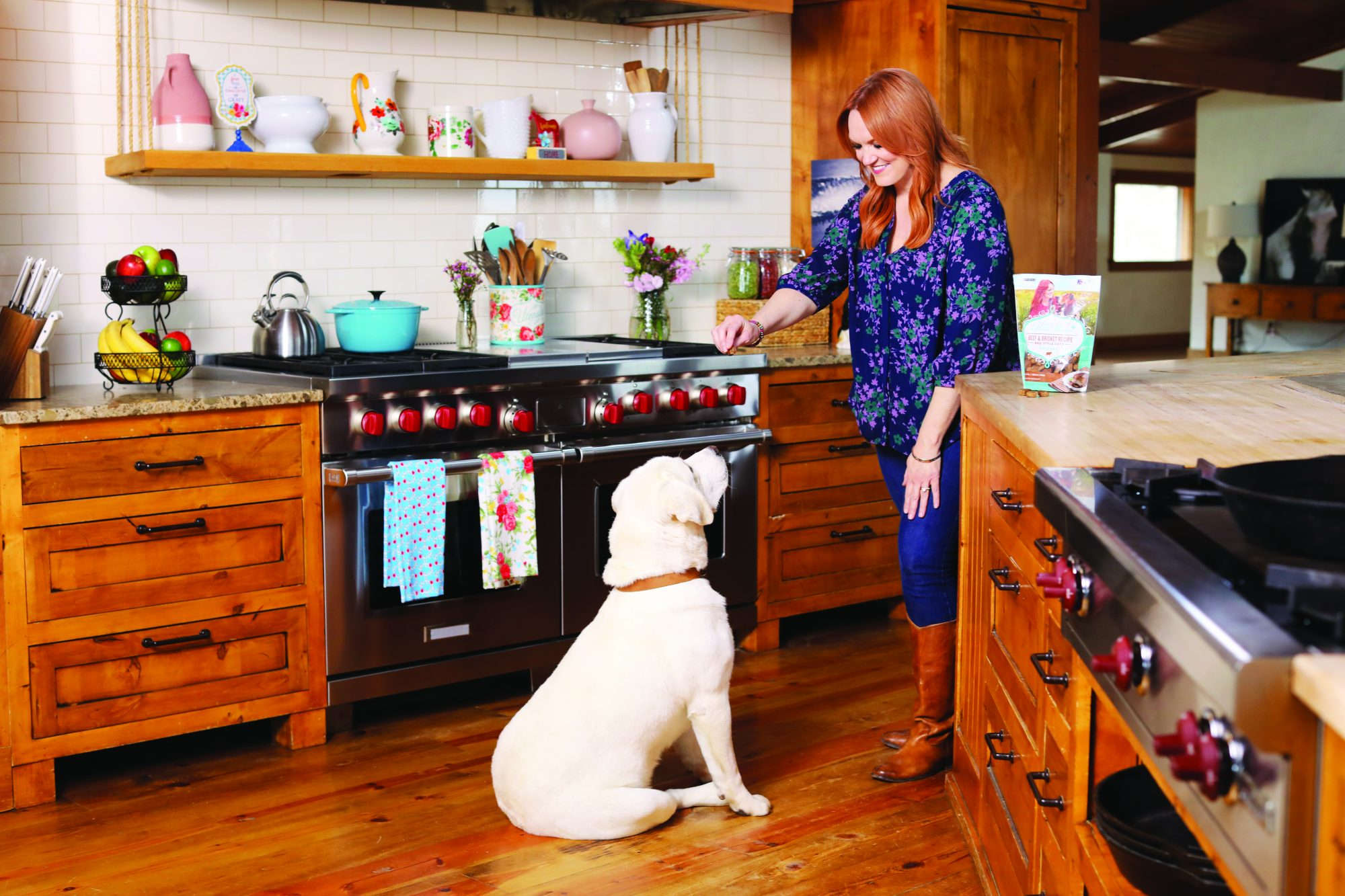 Ree Drummond Gives Treat to Lab