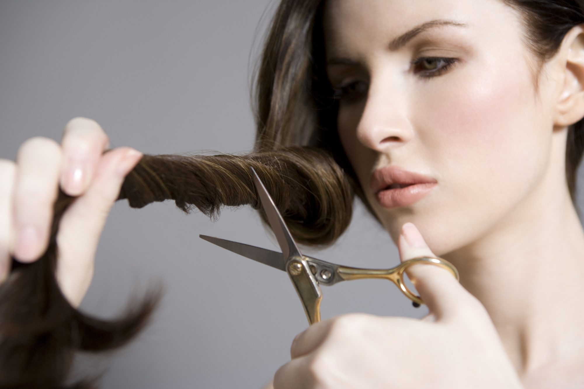 How to Get Rid of Split Ends At Home When You Can't Go to the Hair Salon