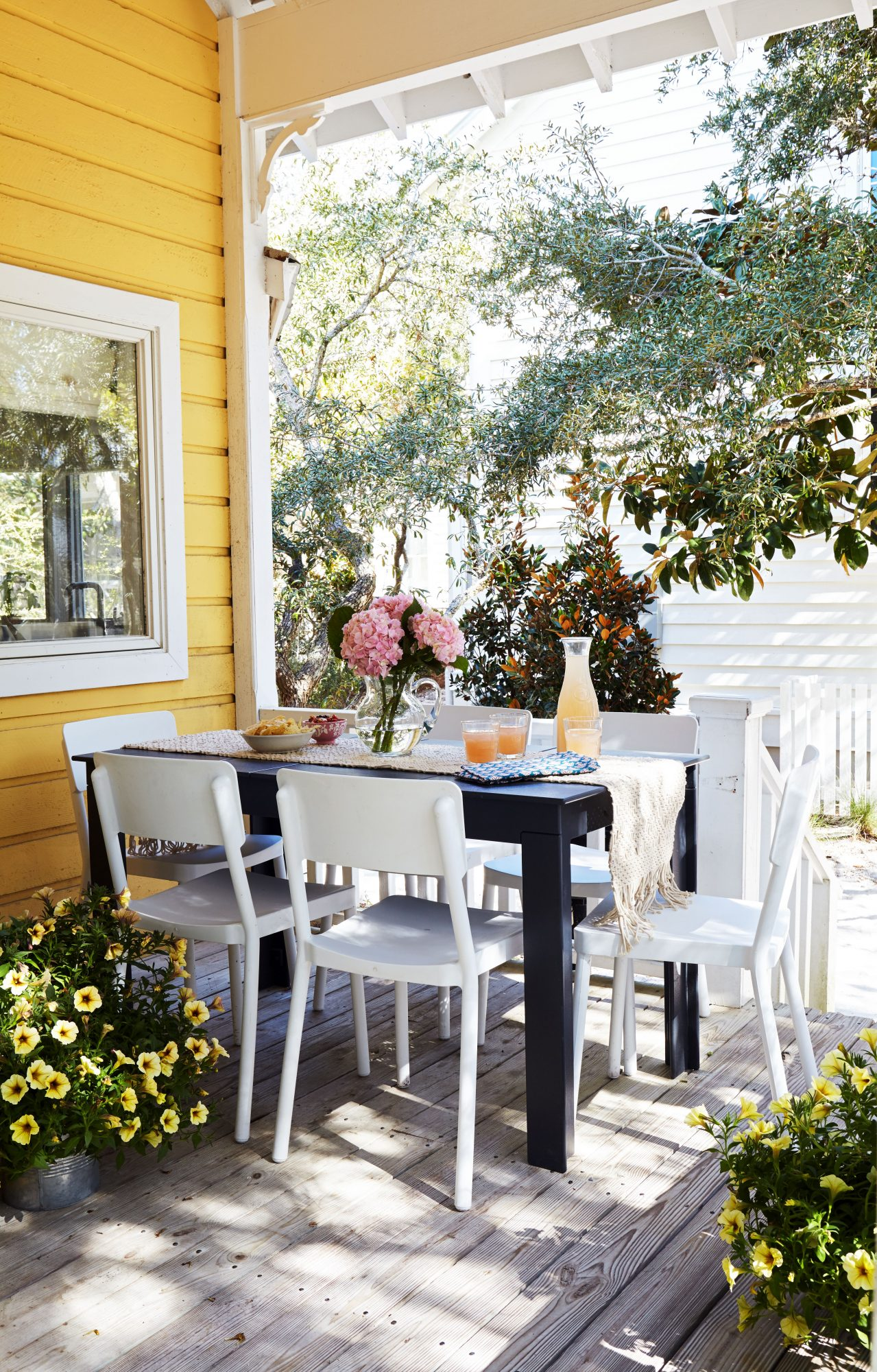 600 Square Foot Beach Cottage Porch Dining Table