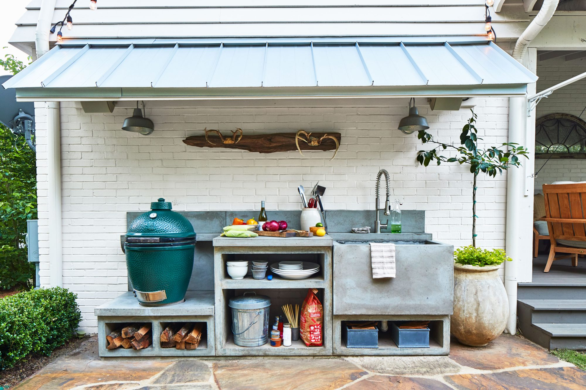 Outdoor Kitchen Made with Concrete