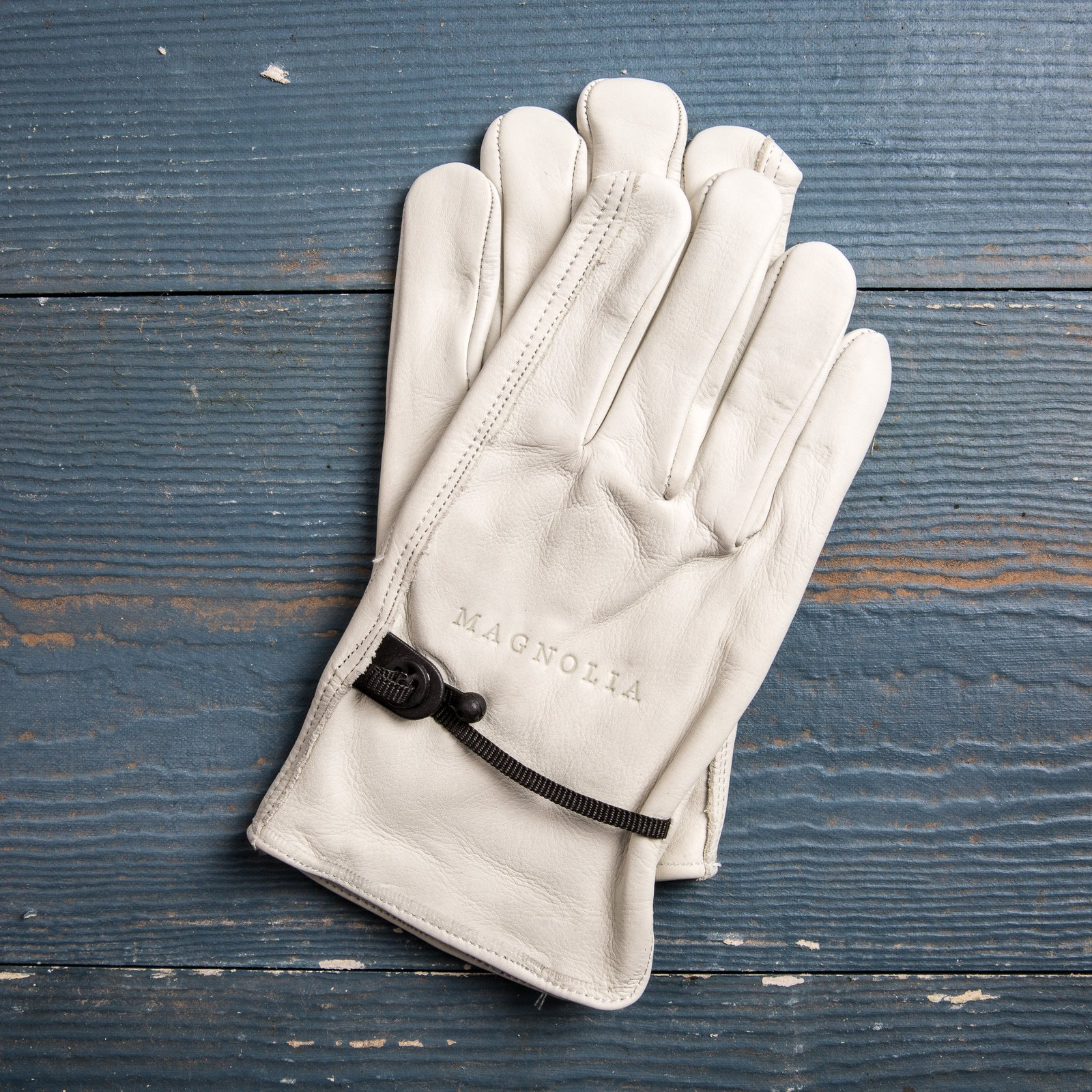 Magnolia gloves