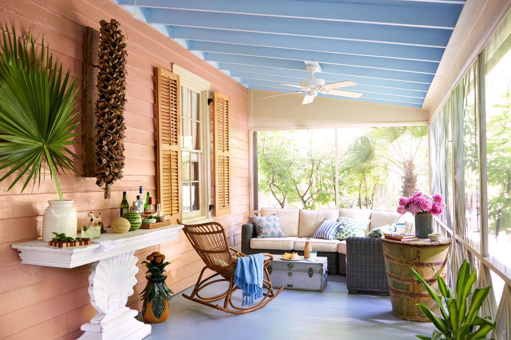 Pink Cottage Screened Porch Sitting Area with Bar
