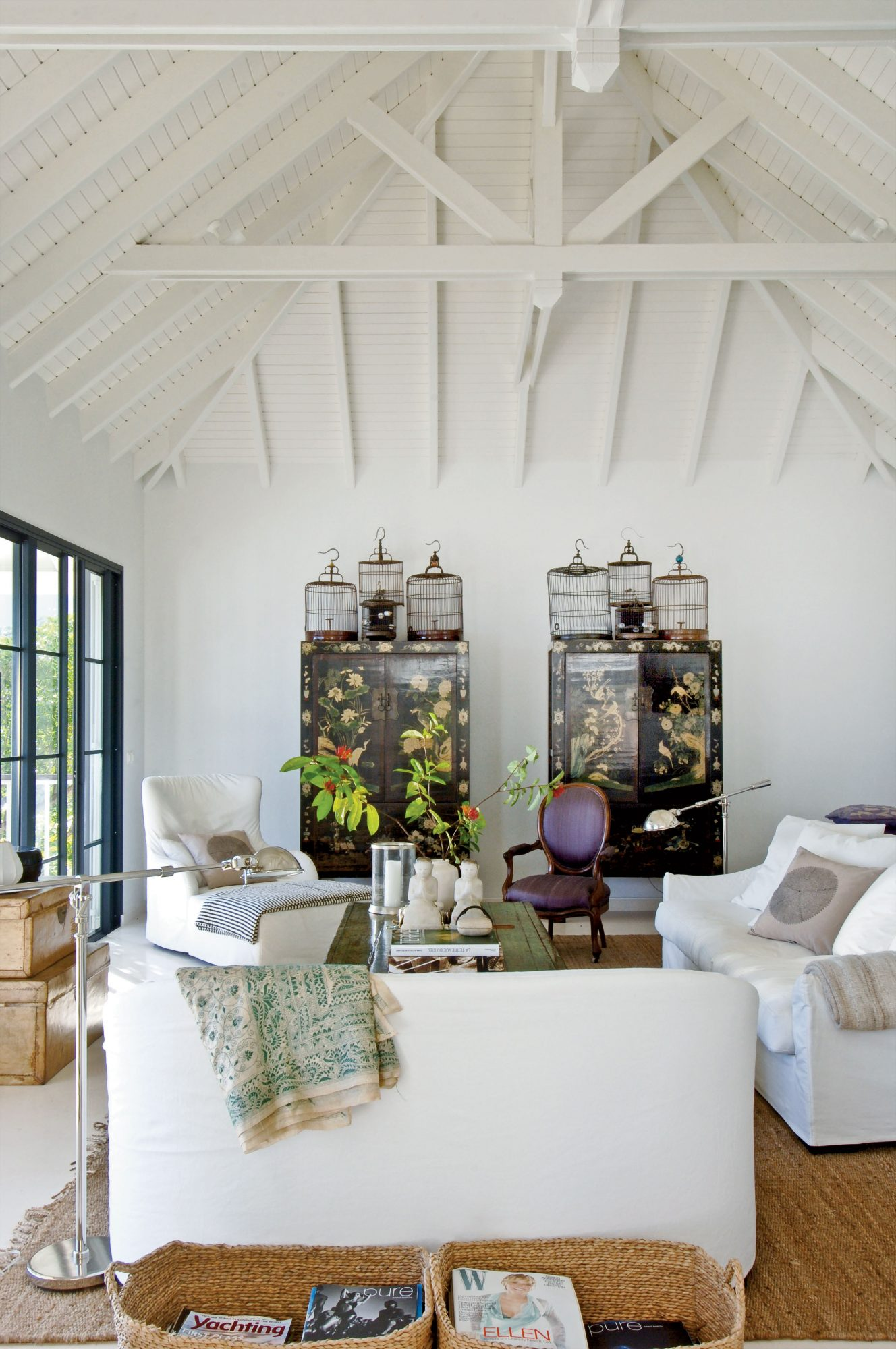 Mix antiques and modern furniture for a cultured sophistication.