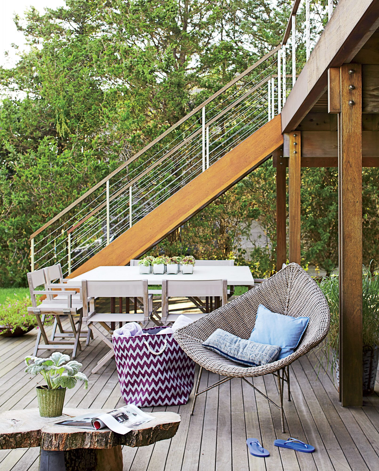 This simple, contemporary deck is ideal for hangouts in the fresh Southampton breeze. Directors chairs make for comfortable seating that invites guests to stay a while.