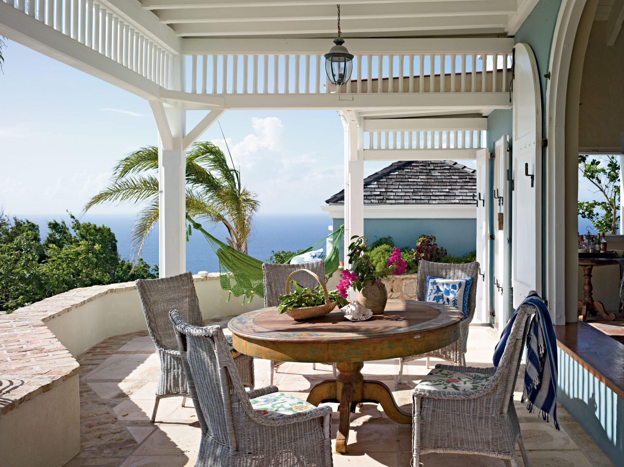 Our 25 Prettiest Island Rooms: Entertaining Spot