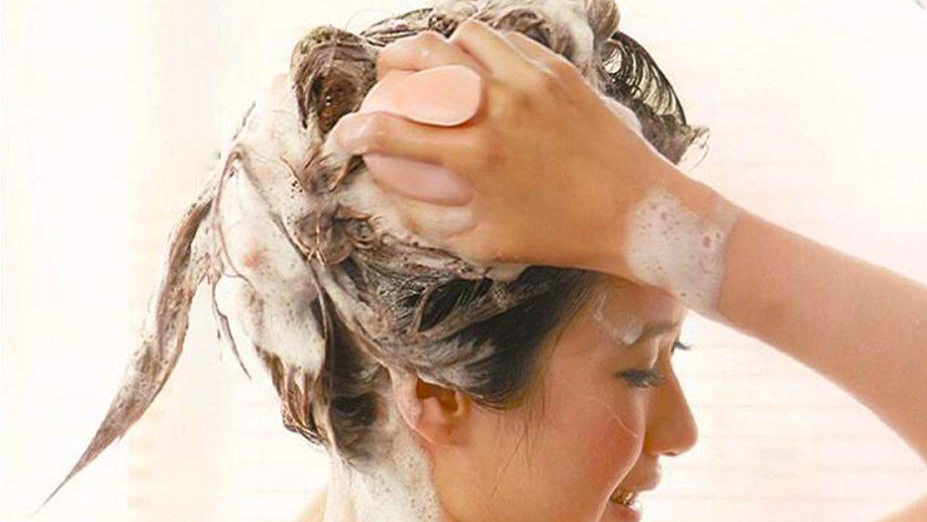 This Scalp-Massaging Shampoo Brush Is the Hair Care Secret of Over 13,000 Amazon Shoppers